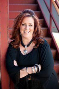 Contact Kelly Swanson, Speaker & Storyteller - Kelly Swanson